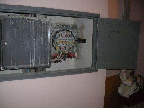 Фото 6. Демонтаж повреждённого нулевого клеммника «Энсто» («Ensto»). Общий вид этажного щита.