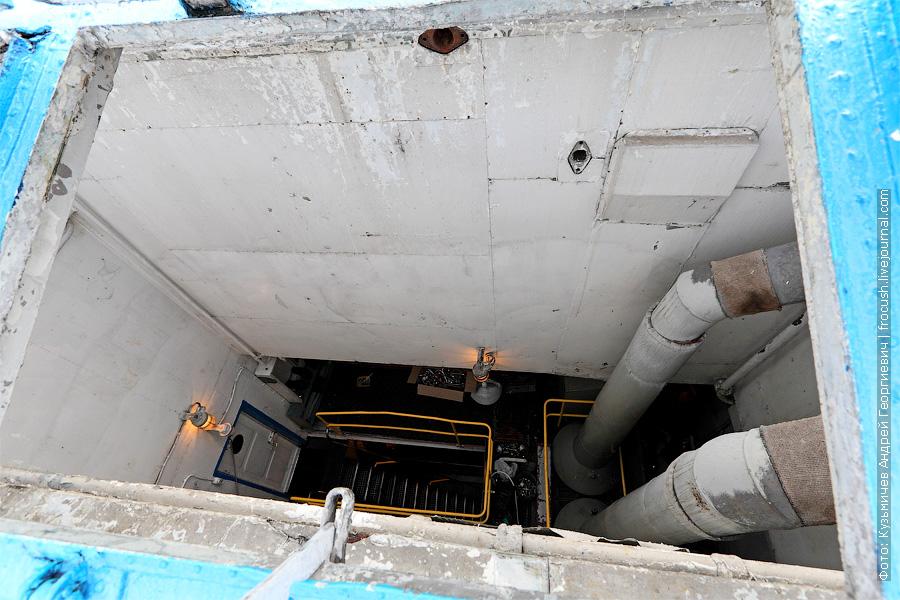 шахта машинно-котельного отделения. теплоход Белинский фото