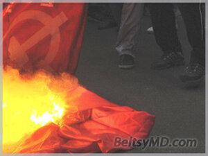Сжигание символов коммунизма в Бельцах