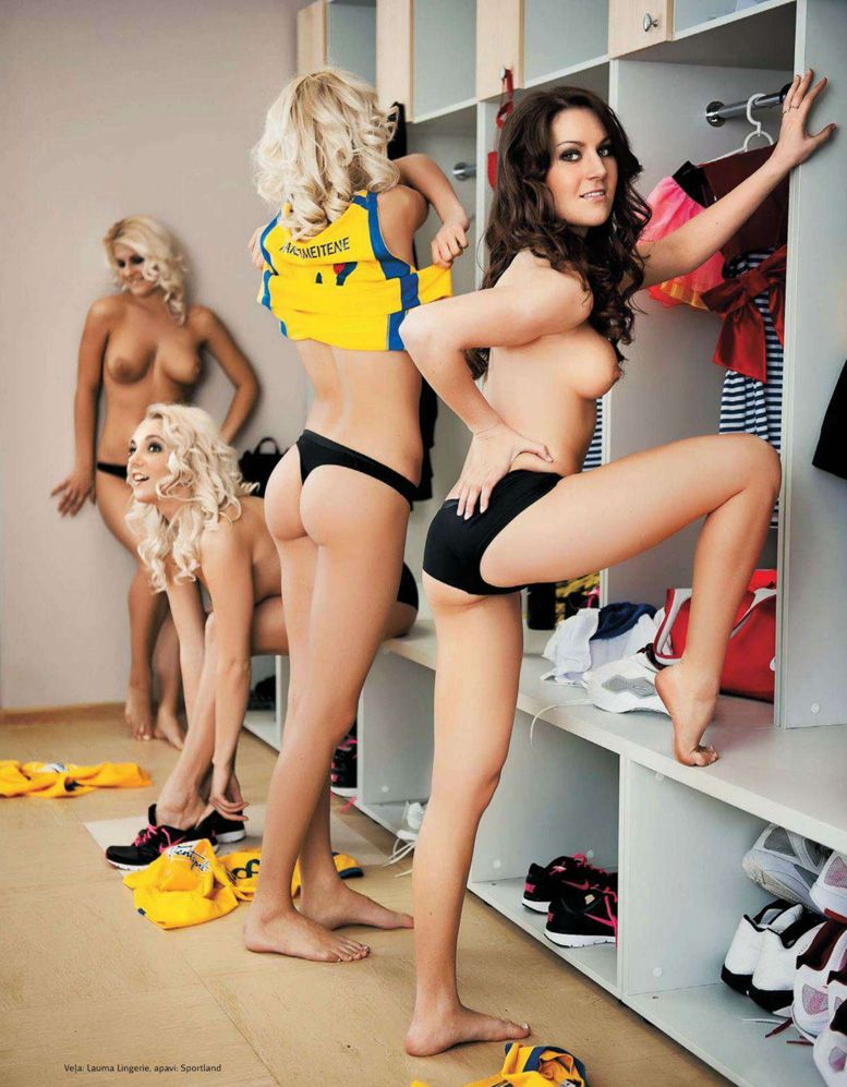 голые латышские модели дают уроки баскетбола в Playboy Latvia, май 2012 / Katrina Svike, Beate Nensberga, Anita Lapina, Elina Bilina