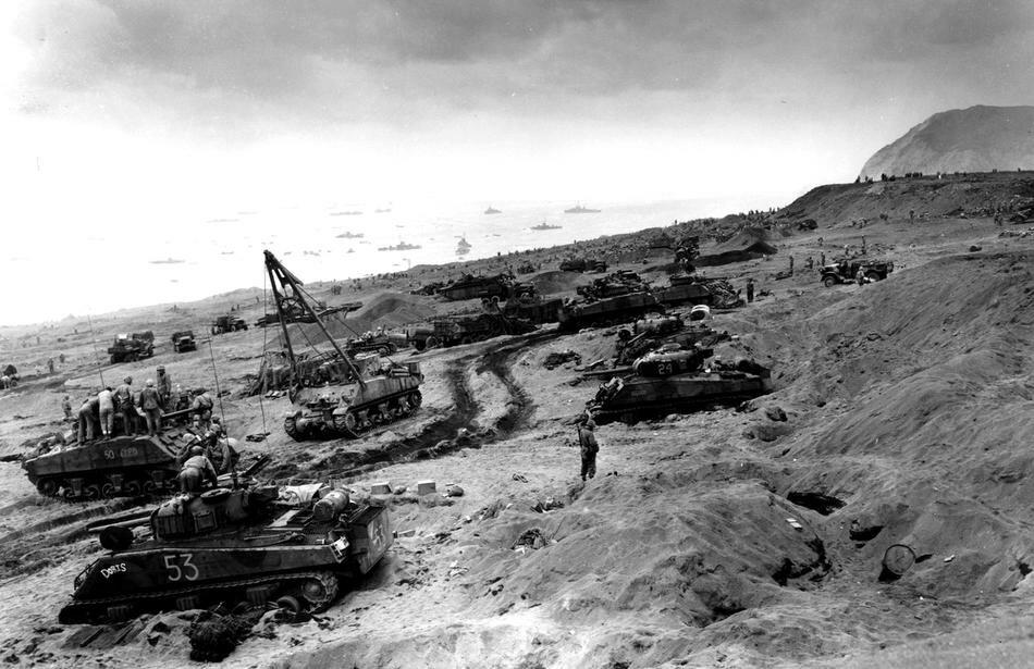 WWII U.S. INVASION IWO JIMA