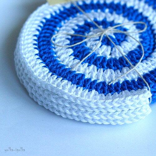 Подставки спиральки бело-голубые