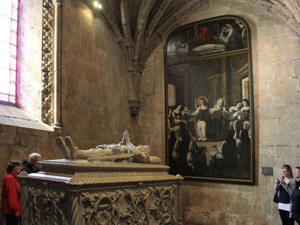 The interiors of the Church of the Jerónimos monastery. The grave of Vasco da Gama