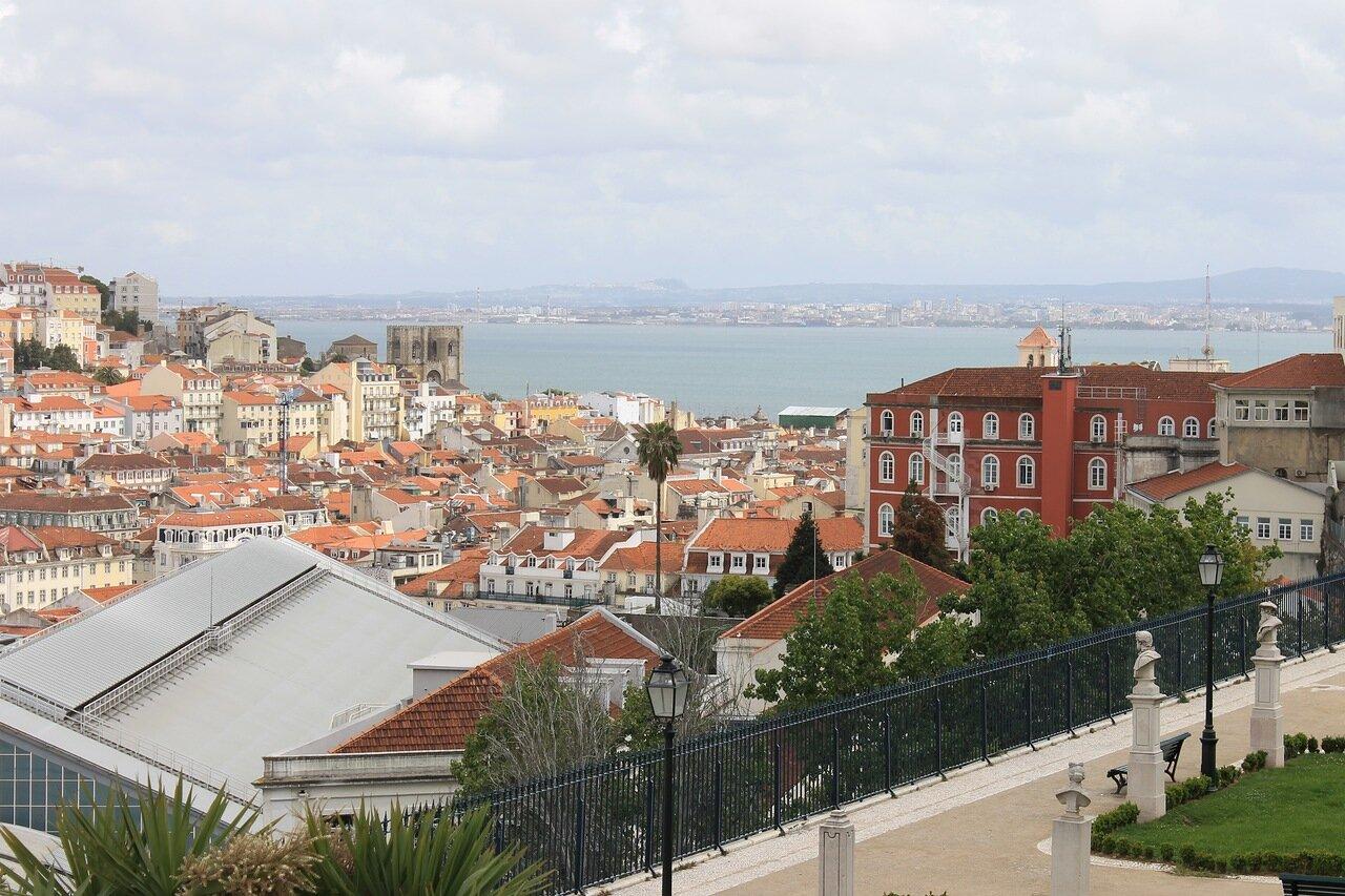 Лиссабон. Cад Сан-Педру-де-Алкантара. Lisboa,  Jardim de São Pedro de Alcântara