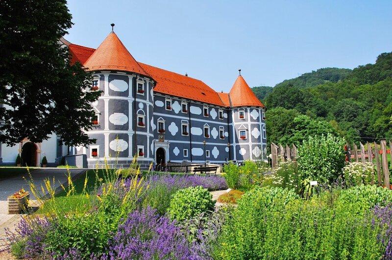 Монастырь в Олимье