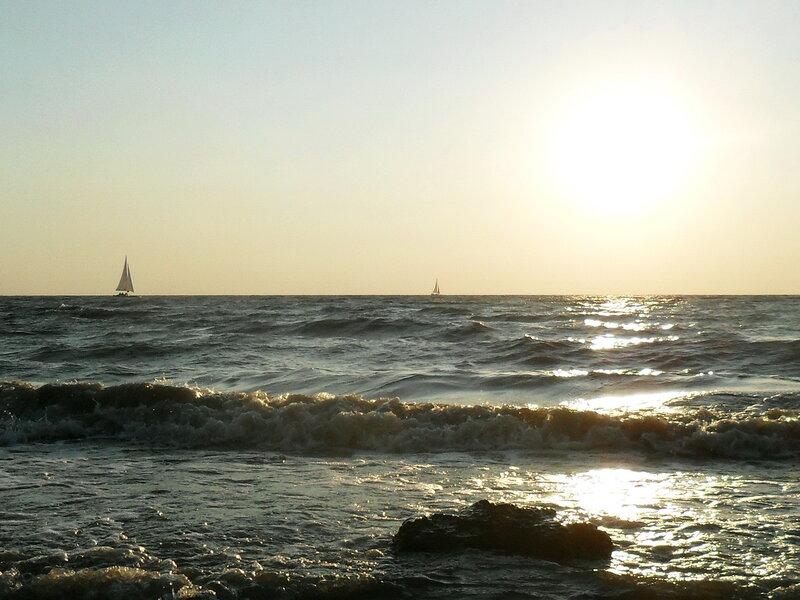 Вечер, у моря