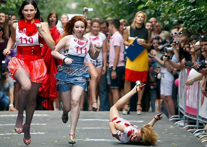забег на каблуках на дистанции 50 метров в Москве