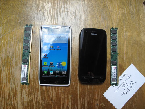 Motorola RAZR XT910 vs Nokia Lumia 710