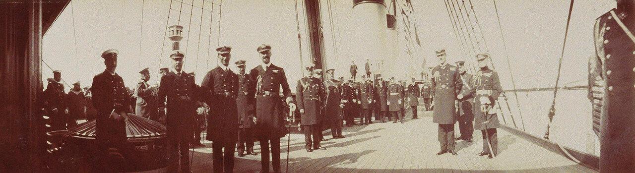 37. Групповое фото  на палубе Императорской яхты «Штандарт»