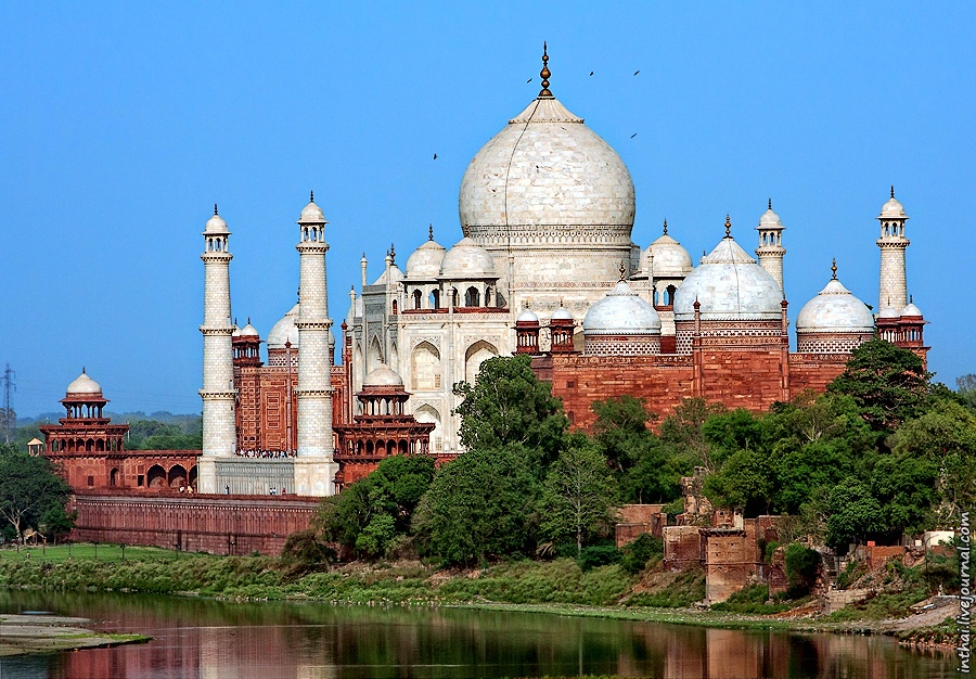 taj mahal history The taj mahal is a beautiful, white-marble mausoleum built by mughul emperor shah jahan for his the love story it was in 1607, that shah jahan, grandson of akbar the great, first met his beloved.