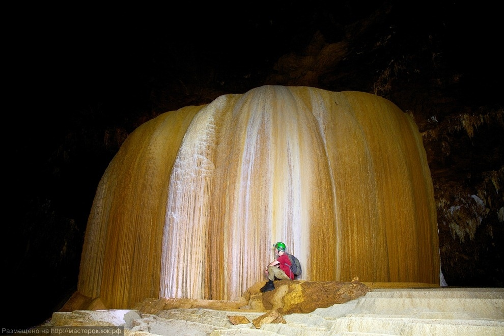 ***EXCLUSIVE***<br />PANG MAPHA, THAILAND - UNDATED: Dave Pierce examines the flowstone at Tham Pha Mon cave in Pang Mapha, Thailand.<br />A SUBTERREAN photographer has captured jaw-dropping pictures of cavers exploring mighty cave cathedrals. The formations are