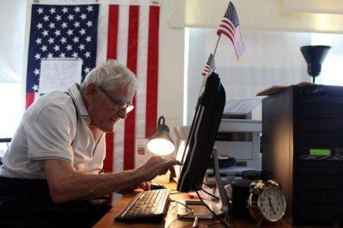Необычный интернет пират: пенсионер ворует фильмы и раздает бедным