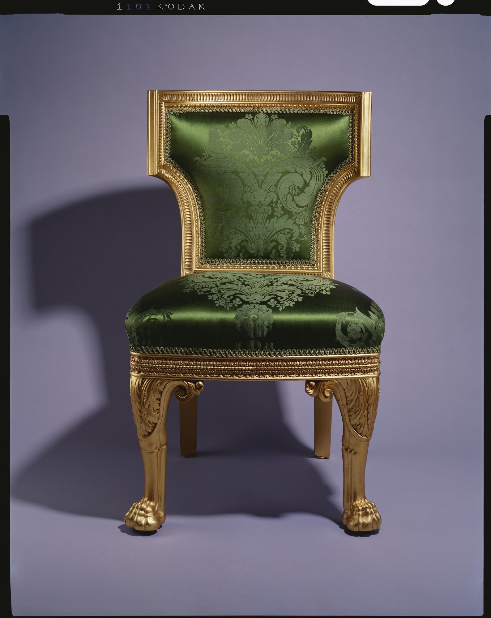 Кресла и стулья из королевской коллекции