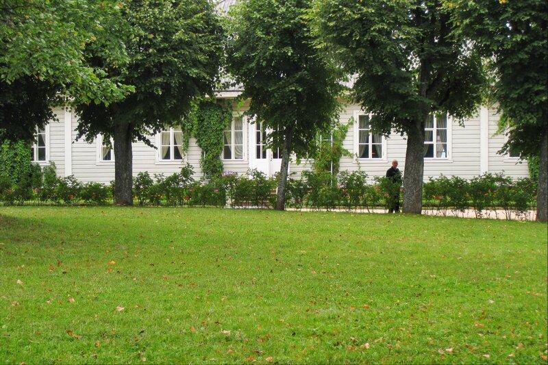 Пушкиногорье, Михайловское, Усадебный дом и дерновый круг