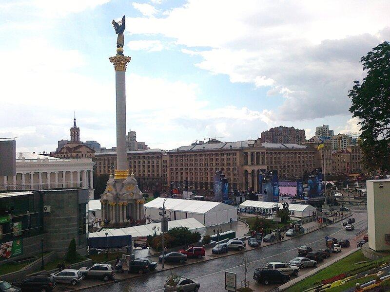Шатры Майданс-3 на Майдане Незалежности