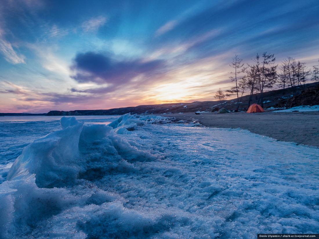 Байкал. «Ледниковый период». Рассвет и остров Харанцы.