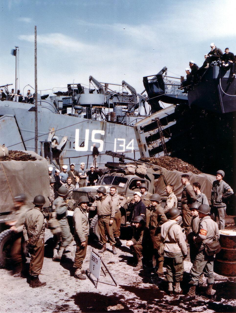 08. Великобритания. Погрузка на корабли в начале июня 1944. Операция Оверлорд