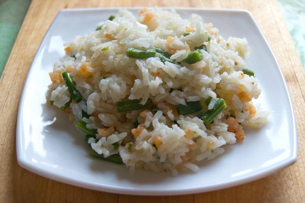 Жареный рис с фасолью и креветками. Малайзийская кухня