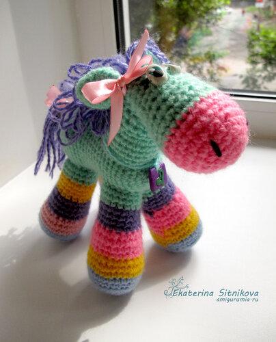 лошадка амигуруми