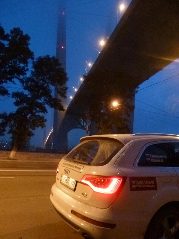 мостом через бухту Золотой Рог Владивосток