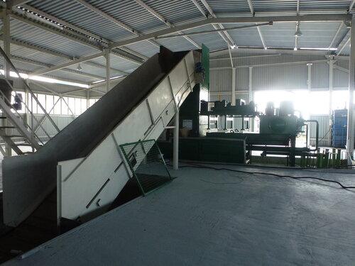 Мусоросортировочный завод в Копейске -  конвеер на пресс