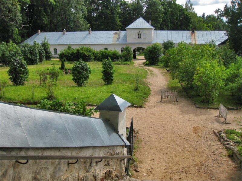 Пушкинские горы, Святогорский монастырь. Монастырские строения
