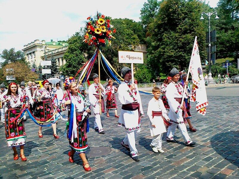Черновцы на параде вышиванок