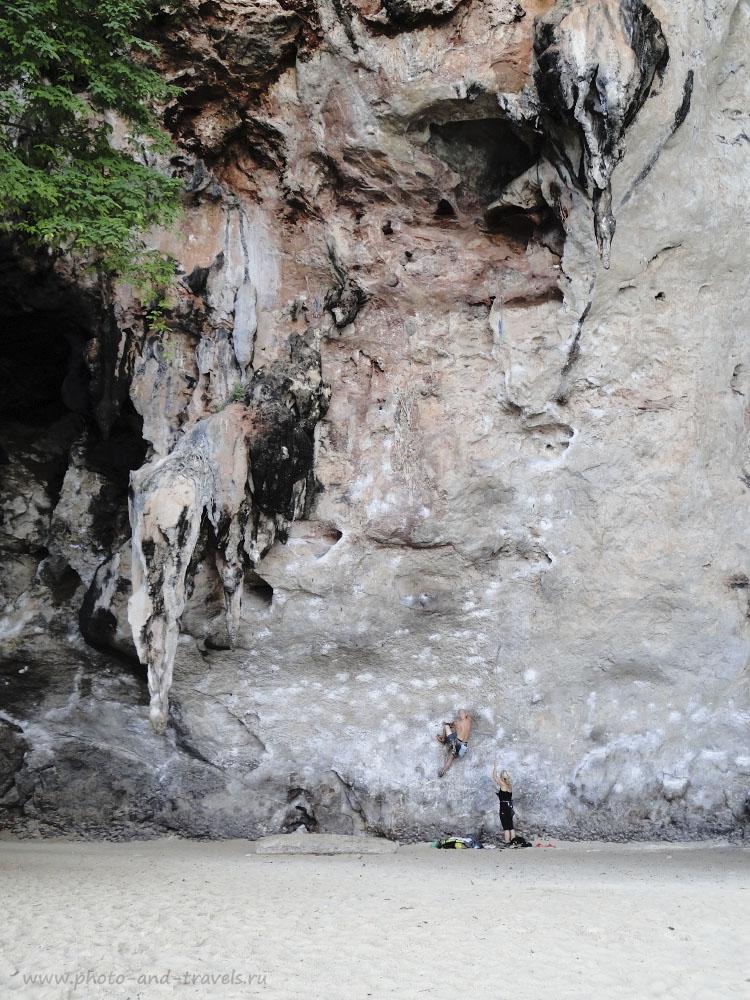 Фотография 16. На полуостров Краби едут не только, чтобы отдохнуть на море, но и за другими развлечениями. Здесь, например - Мекка для скалолазов. Пляж Рейли.