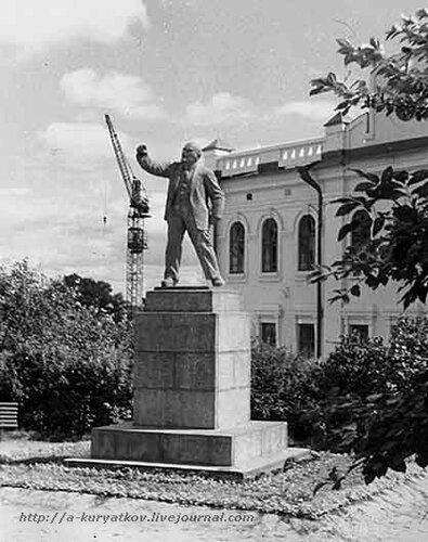 Памятник ленину 1.jpg