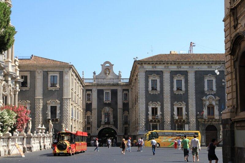 Сицилия, Катания, Площадь Дуомо, Дворец Киеричи