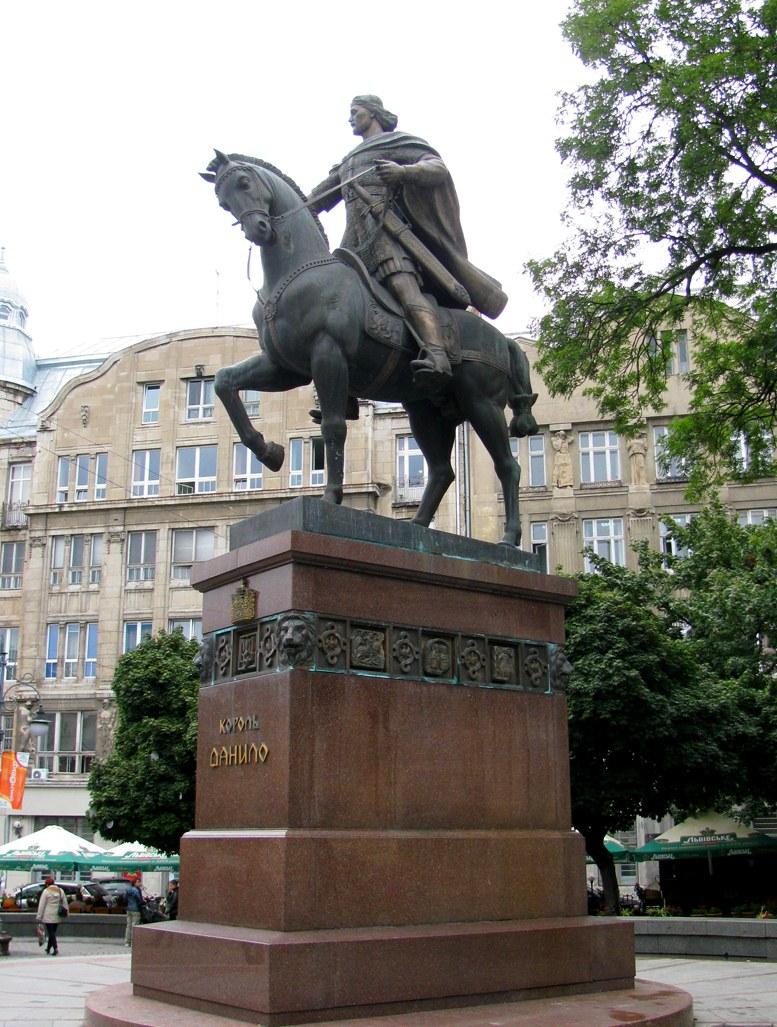 Львов - памятник королю Данилу Галицкому