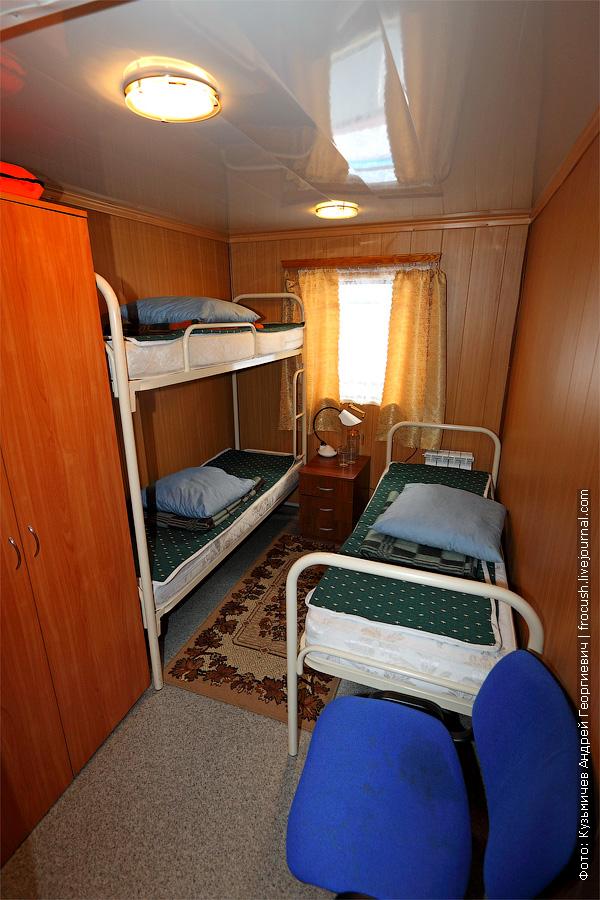 Трехместная каюта с удобствами №83 на главной палубе. теплоход Плеханов