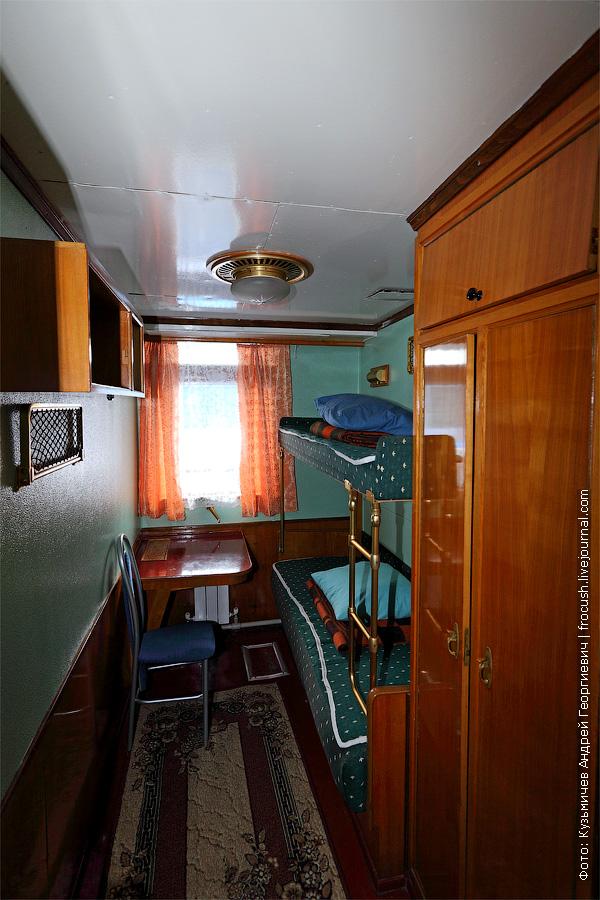 Двухместная двухъярусная каюта №43 на средней палубе. В каюте умывальник. теплоход Г.В.Плеханов