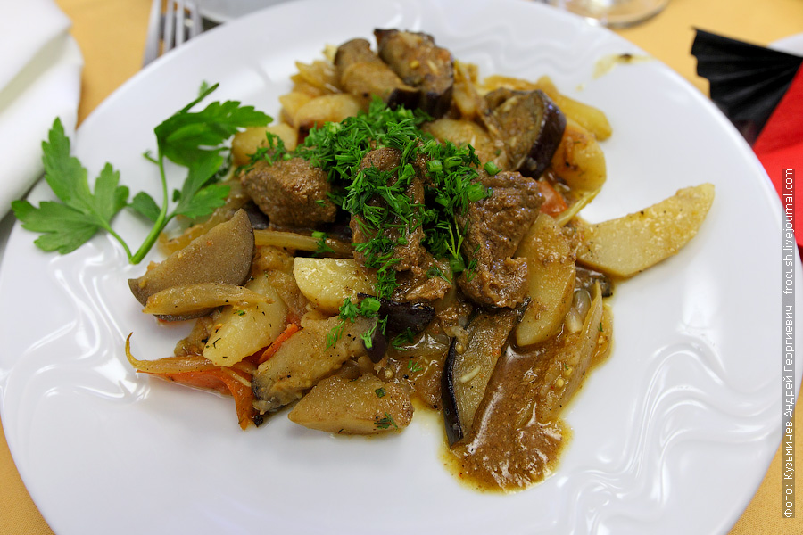 Чанахи из говядины (тушеная говядина с картофелем и овощами)