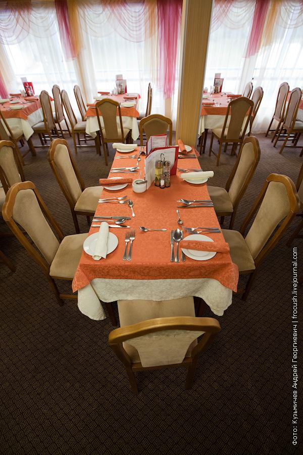 Ресторан на 110 мест в кормовой части средней палубы теплоход Михаил Фрунзе фото