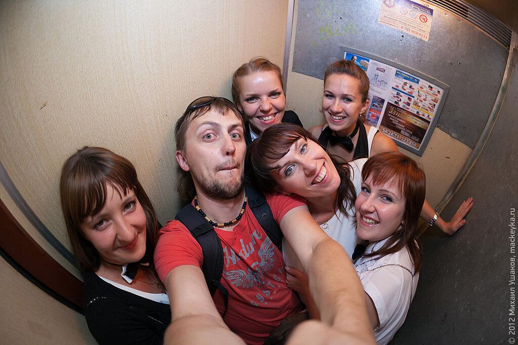 застряли в лифте