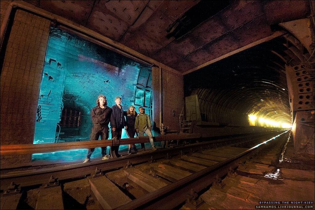Диггеры на недостроенной станции киевского метро