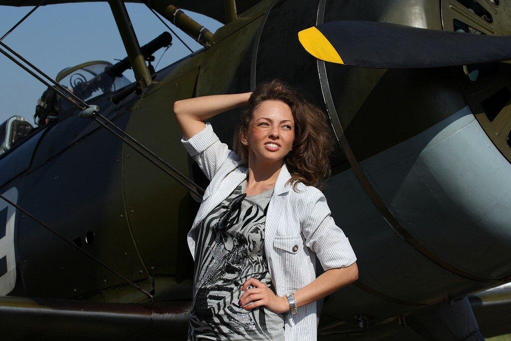 Re красивые девушки красивые самолёты