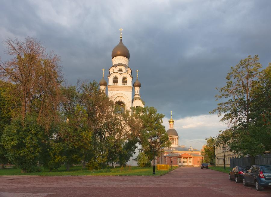 Церковь-колокольня и Рождественская церковь в Рогожской слободе