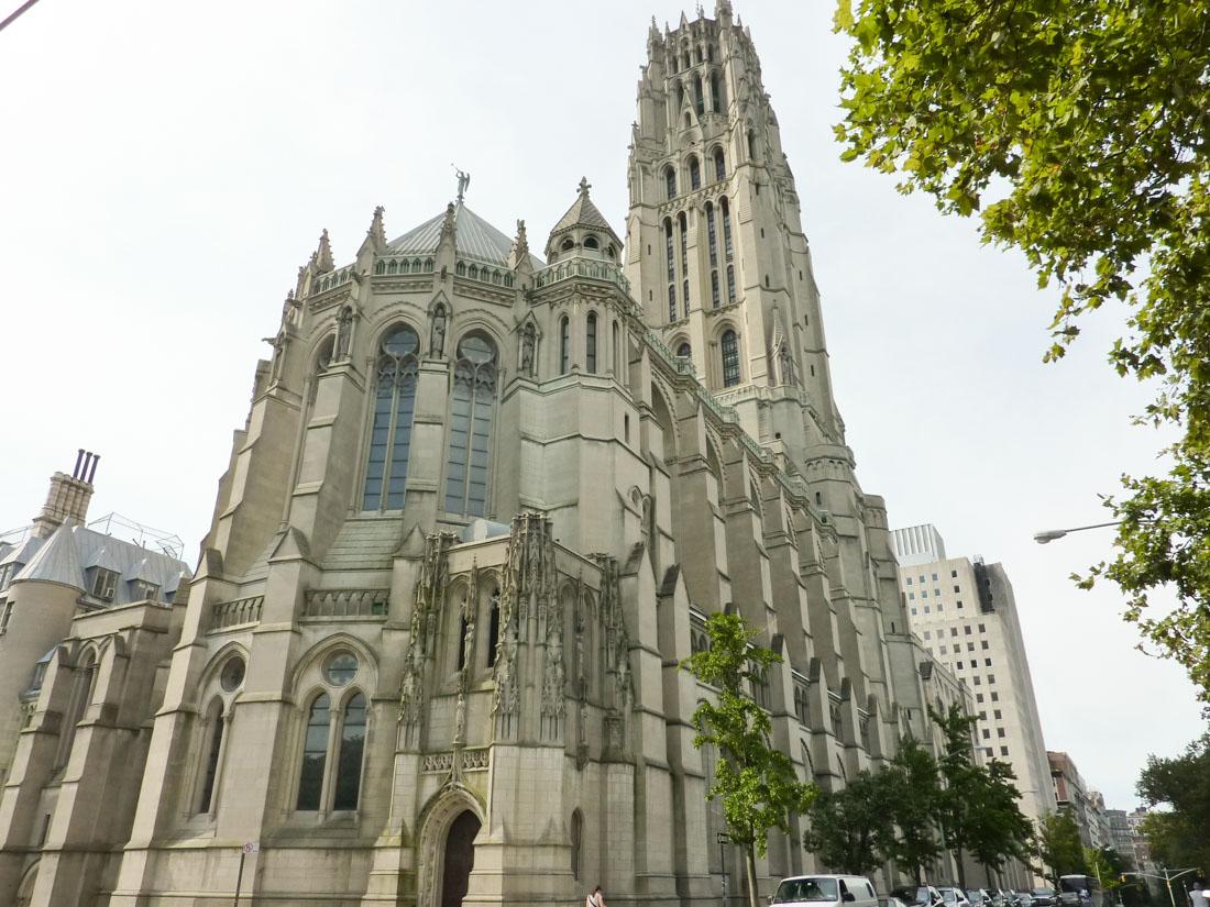 Риверсайдская церковь (Манхэттен) — межконфессиональная церковь, строительство которой финансировал