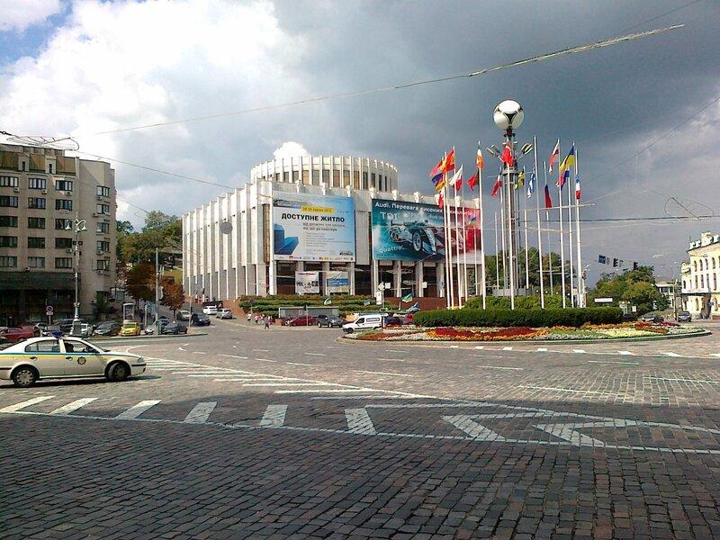 Вид от гостиницы Днепр на Европейскую площадь