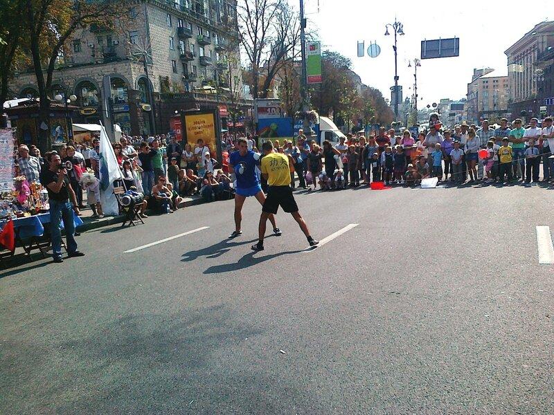 Демонстрация боевых искусств на Крещатике