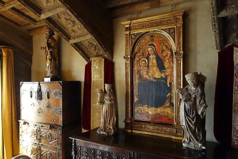 Sitting_area_-_Hearst_Castle_-_DSC06828.JPG