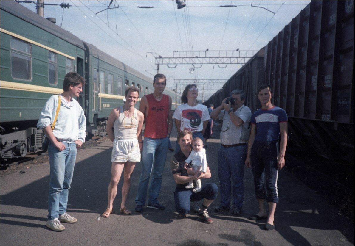 08. Групповой снимок на станции