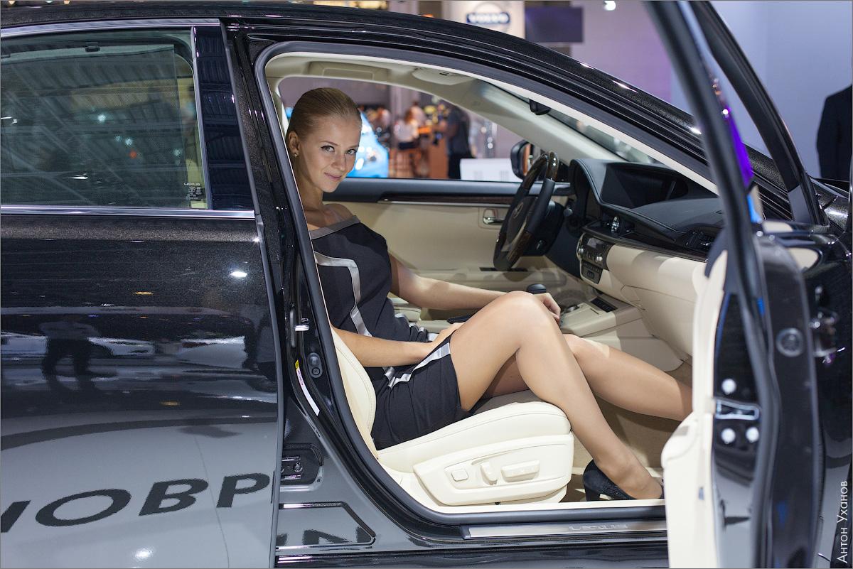 блондинки в машине
