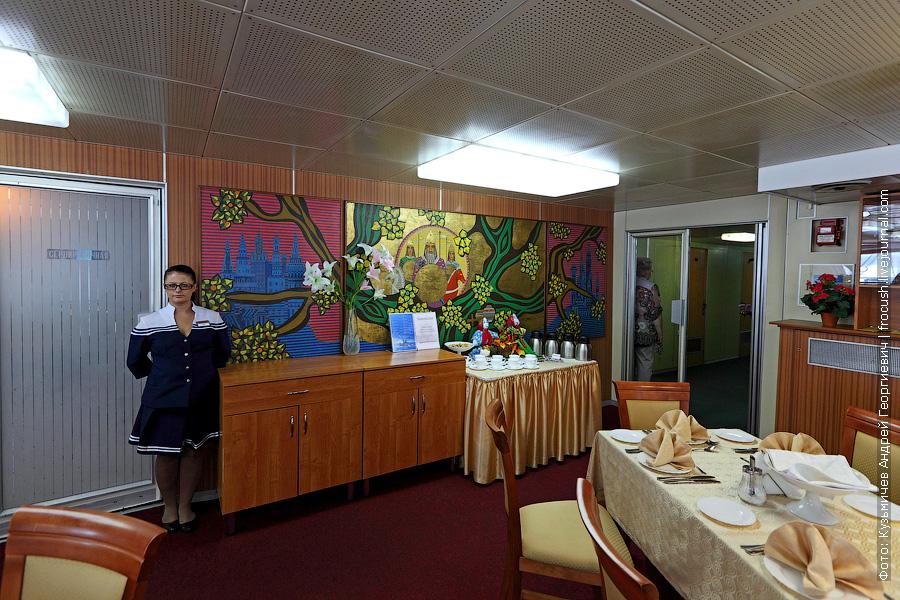 Ресторан в кормовой части средней палубы теплохода Семен Буденный фото