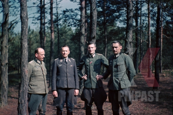 stock-photo-bindewald-with-wehrmacht-officers-in-forest-russia-8371.jpg