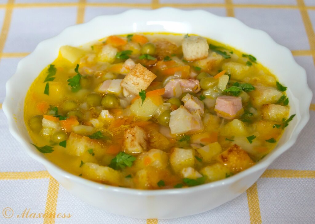 Гороховый суп с копчёностями. Русская кухня