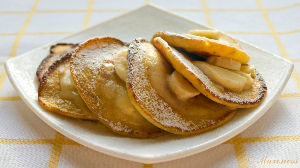 Оладьи с бананами и медовым маслом