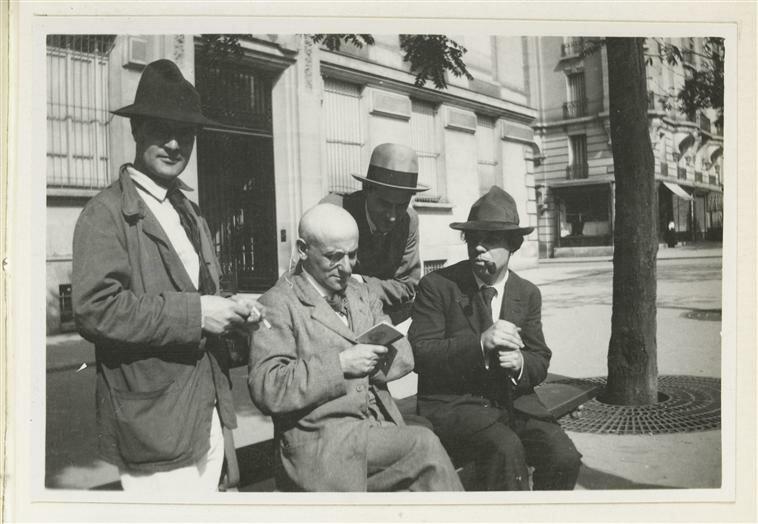 7. Там же - Модильяни, Макс Жакоб, Андре Сальмон и Мануэль Ортис Сарате. 1916.jpg